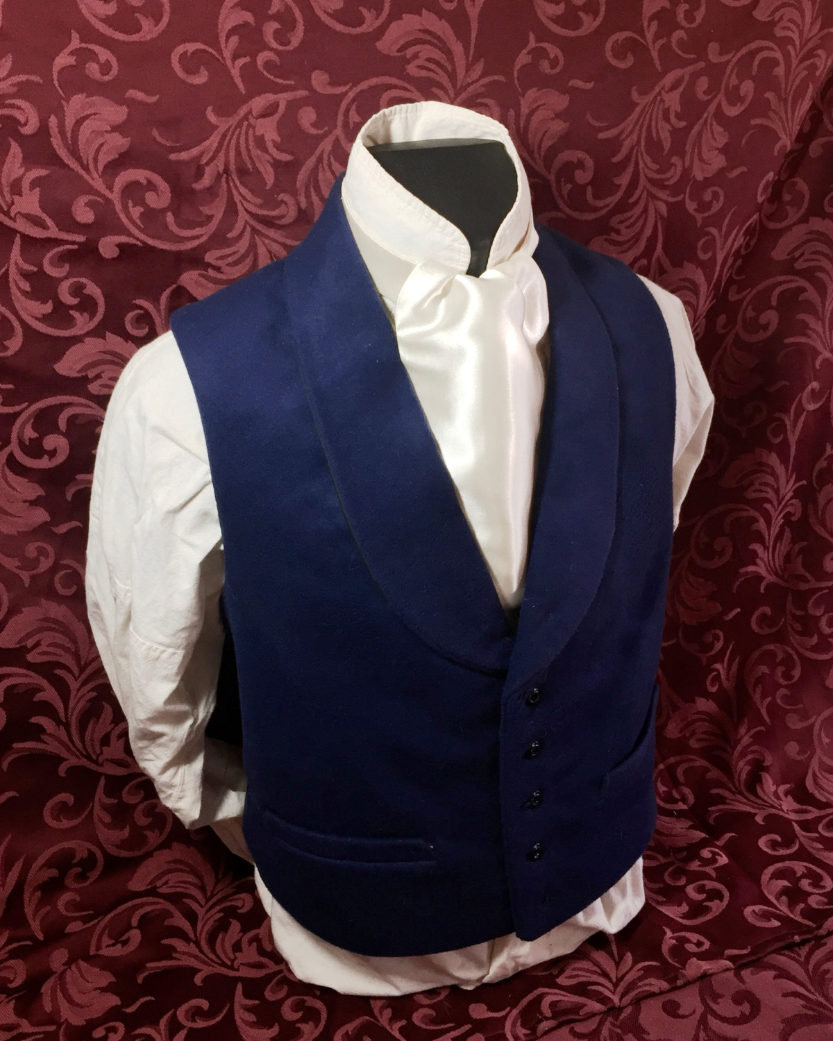 Photo of an Ascot in Ivory-colored satin